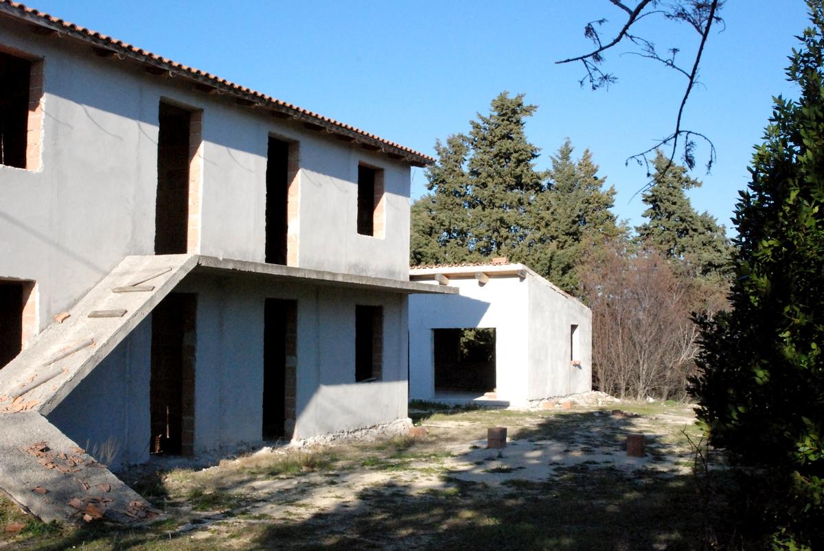 Casolare ristrutturato a grezzo sito in Cingoli